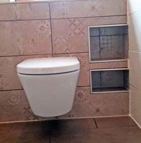 Gäste-WC mit fröhlichem altrosa